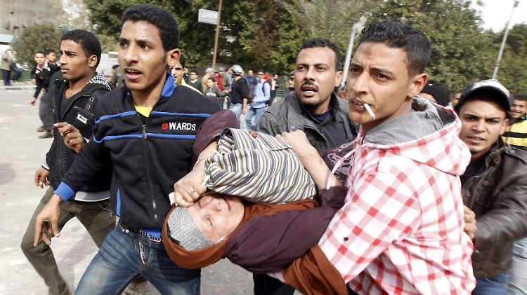 2013-01-27T153043Z_01_GHA025_RTRMDNP_3_EGYPT-PROTESTS.JPG7549380522683523680.jpg