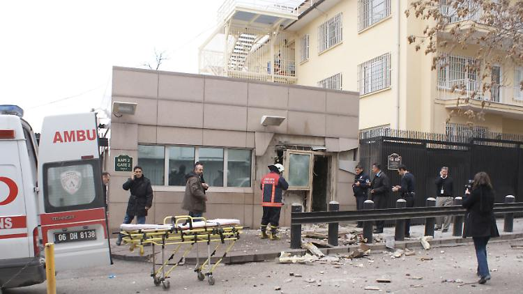 2013-02-01T124005Z_01_IST01_RTRMDNP_3_TURKEY-USA-EXPLOSION-TOLL.JPG4322429477754205883.jpg
