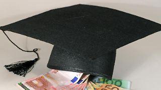 Der Doktor lohnt sich: Fünf Jahre nach dem Uniabschluss liegen die Einkommen von Arbeitnehmern mit Doktortitel bis zu einem Drittel über denen von Absolventen mit Diplom oder Master. Foto: Uli Deck