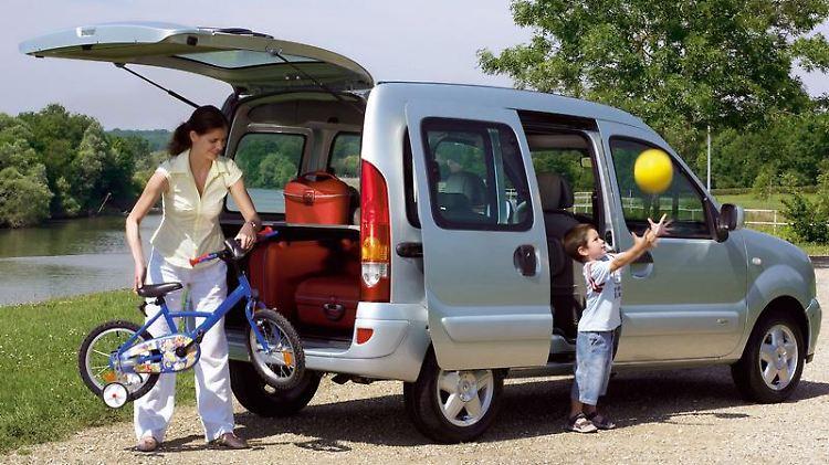 Bietet reichlich Platz für Räder, Kisten und Kinder: der Hochdachkombi Kangoo. (Bild: Renault/dpa/tmn)