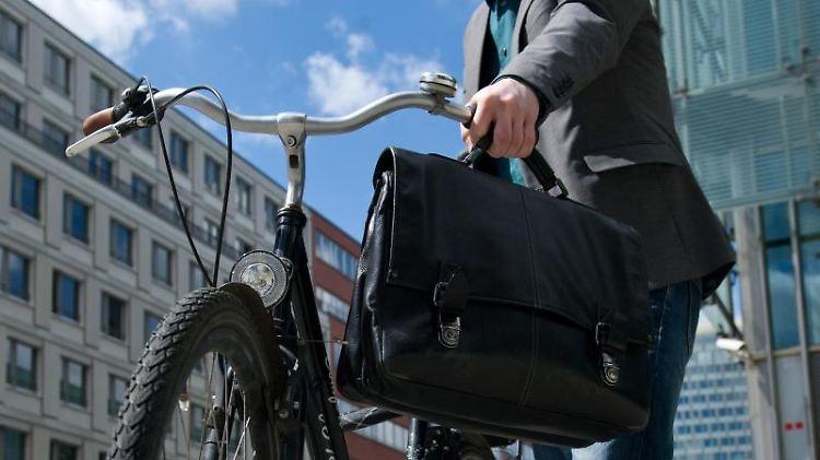 Es muss nicht immer ein Dienstwagen sein. Beschäftigte können jetzt auch Steuervorteile in Anspruch nehmen, wenn sie ein Dienstfahrrad bekommen. Foto:Andrea Warnecke