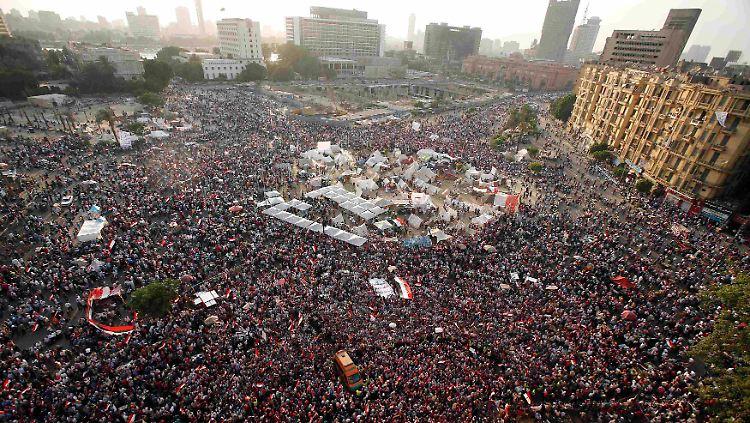 2013-07-01T160128Z_629815154_GM1E9711UMQ01_RTRMADP_3_EGYPT-PROTESTS.JPG2065118712560185992.jpg