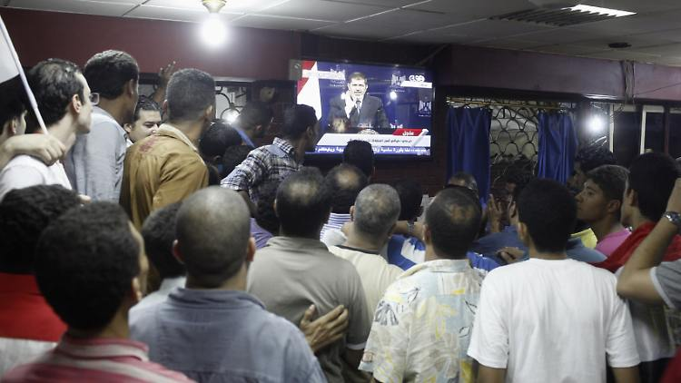 2013-07-02T224336Z_470047948_GM1E9730II801_RTRMADP_3_EGYPT-PROTESTS-MURSI-SPEECH.JPG2295775912878807071.jpg