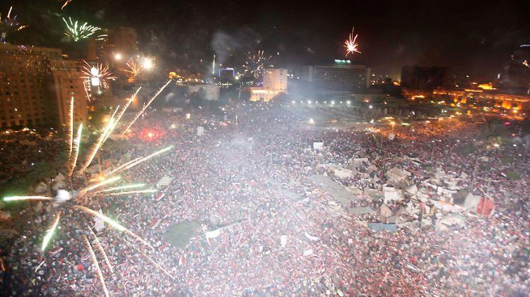 2013-07-03T192006Z_265182390_GM1E974090P01_RTRMADP_3_EGYPT-PROTESTS.JPG8444390524621019952.jpg