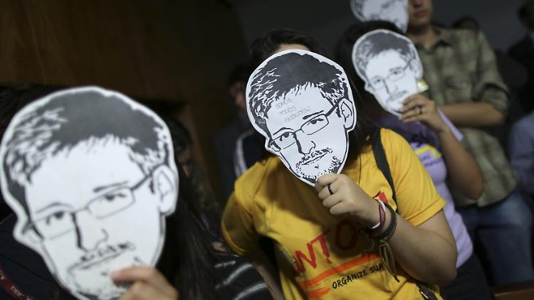 2013-08-06T214151Z_1191109077_GM1E9870FA801_RTRMADP_3_USA-SECURITY-SNOWDEN-BRAZIL.JPG6637220606123250067.jpg