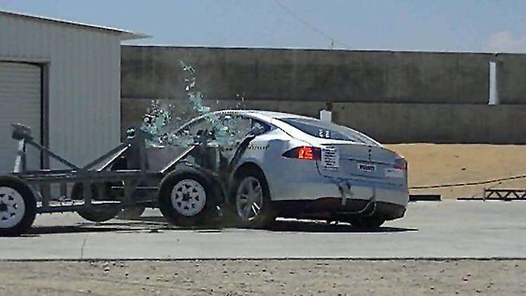 chi-tesla-model-s-safest-car-ever-tested-20130-002.jpg