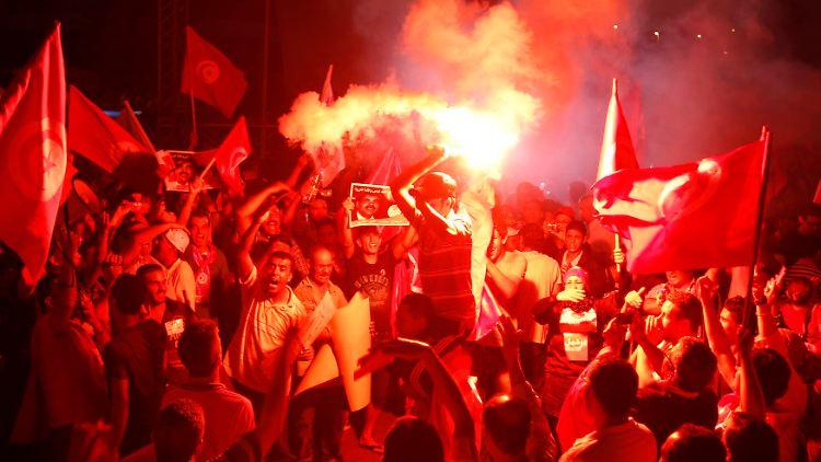 2013-08-24T204824Z_2057291223_GM1E98P0CHO01_RTRMADP_3_TUNISIA-CRISIS-PROTEST.JPG7576492506979897187.jpg