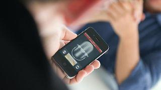 Kompromisslösung:Für die schnelle Aufnahme zwischendurch sind Smartphones ideal. Bessere Qualität erreicht man aber mit einem echten Digitalrekorder. Foto:Franziska Koark