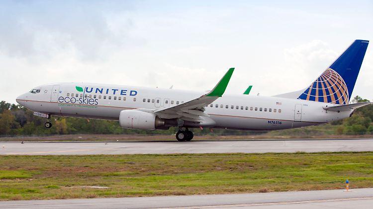 United Boeing 737.jpg