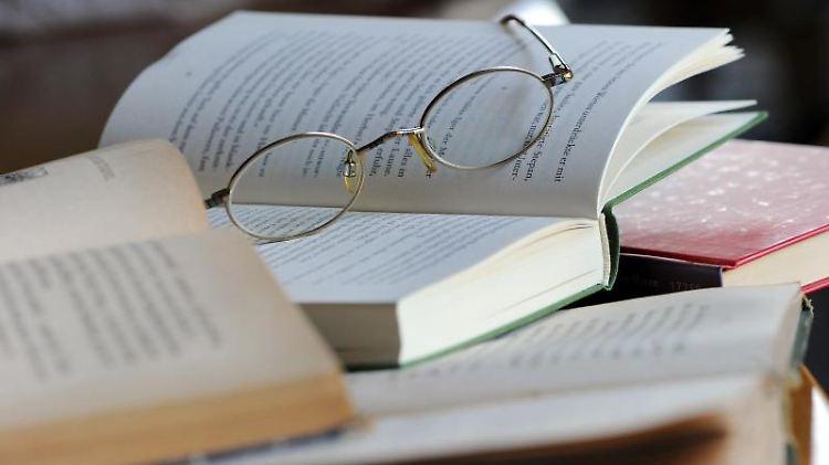 Solange noch eine Brille reicht, ist alles gut. Lässt die Sehkraft jedoch stärker nach, kommt es auf gute Hilfsmittel an, um im Beruf weiter aktiv sein zu können. Foto: Jens Kalaene