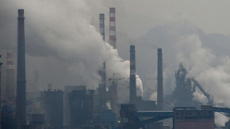 2013-11-04T020324Z_1576870484_GM1E9B40RS301_RTRMADP_3_CHINA-POLLUTION.JPG701144184792434015.jpg
