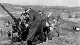 800px-Luftwaffenhelfer_im_Einsatz_an_der_2-cm-Flak_38.jpg