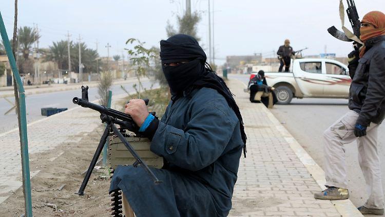 2014-01-04T180142Z_1628780288_GM1EA1505J401_RTRMADP_3_IRAQ-VIOLENCE.JPG6417883344348768600.jpg