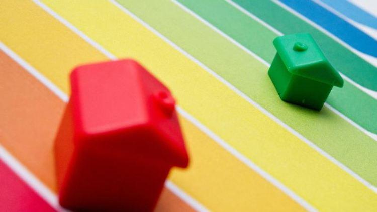 Der Energieausweis enthält künftig auch farbige Balkendiagramme. Sie stehen für denEnergieeffizienzklasse des jeweiligen Gebäudes. Foto: Franziska Koark