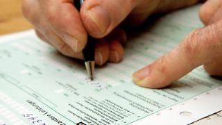 Auch Rentner bleiben von der Steuererklärung nicht verschont. Damit lässt sich aber gegebenenfalls auch Geld sparen. Foto: Kai Remmers