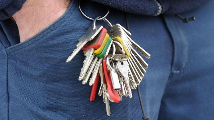 Das scheppert ordentlich: Wer mit seinem Schlüsselbund in der Hand ein Nickerchen macht, wacht genau im richtigen Moment auf. Fällt es runter, ist das das perfekte Ende des Powernap. Tobias Hase Foto: Tobias Hase