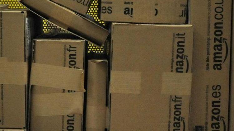 Der Online-Händler Amazon schließt eine wichtige Lücke in seinem Angebot: Die Box Fire TV soll Inhalte aus verschiedenen Angeboten von Filmen bis Spielen bündeln und auf den Fernsehbildschirm bringen. Der Preis ist für Amazon-Verhältnisse relativ hoch. Foto: Oliver Mehlis