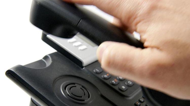 Vorsicht vor Betrügern: Die dubiosen Anbieter geben sich derzeit am Telefon zum Beispiel als «Europäische Datenschutzbehörde» oder «Data Centre Europe» aus. Foto: Kai Remmers