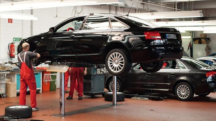 Ernstfall Garantiefall: Müssen Ersatzteile her, geht das schnell ins Geld. Kunden können sich aber über die Werksgarantie hinaus absichern. Foto: Volkswagen