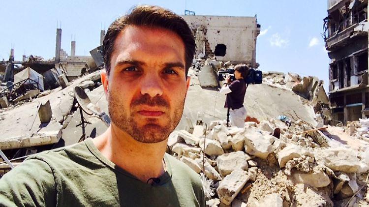 CNN International_Frederik Pleitgen in Homs5.JPG