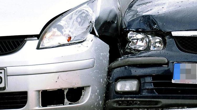 Nicht alle Verkehrsunfälle passieren zufällig: Sogenannte Autobumser provozieren Crashs, um Versicherungsleistungen zu erschleichen. Die Folgen für die Betrugsopfer können gravierend sein. Foto: Robert Schlesinger
