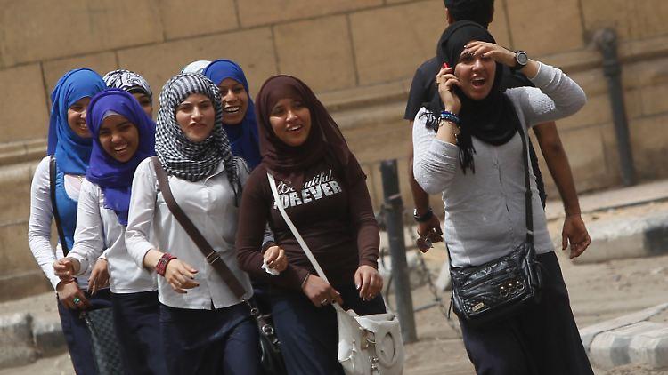 egyptschoolgirls.jpg