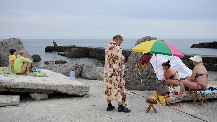 Russische Touristen am Schwarzen Meer, nicht weit entfernt von Yalta. Vor allem russische Staatsdiener sollen in diesem Jahr auf der Krim Urlaub machen.