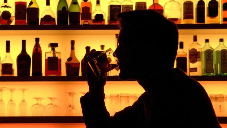 Auch wenn synthetische Drogen wie Crystal Meth auf dem Vormarsch sind: Alkohol bleibt das größere Problem. Foto: Klaus-Dietmar Gabbert