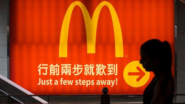 2014-07-25T083808Z_303939042_GM1EA7P190B01_RTRMADP_3_CHINA-FOOD-HONGKONG.JPG675574568725015817.jpg