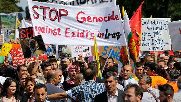 2014-08-09T140504Z_904431946_BM2EA8918IY01_RTRMADP_3_GERMANY-PROTEST.JPG4665801937012478868.jpg
