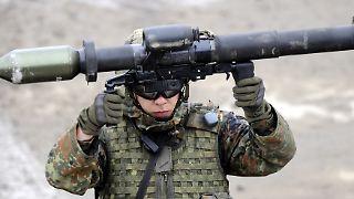 Thema: Debatte um Waffenlieferungen