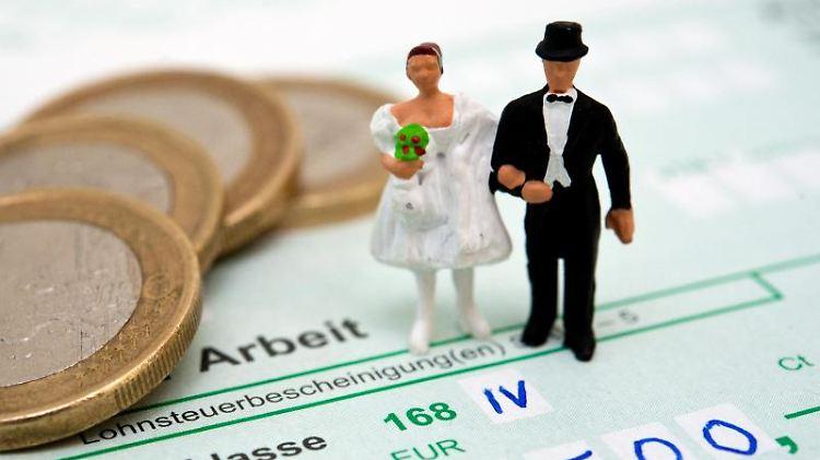 Ehegatten haben noch bis zum 30. November Zeit, andere Steuerklassen zu beantragen. Foto:Andrea Warnecke