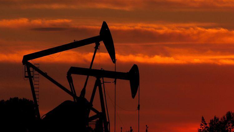 Wenn der Ölpreis weiter sinkt, droht Russland eine tiefe Rezession. Entsprechende Notmaßnahmen werden vorbereitet.