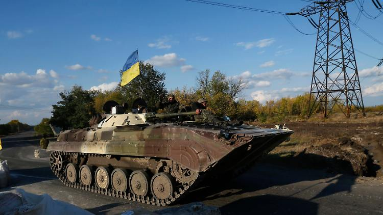 2014-10-01T160849Z_2023431111_GM1EAA200DA01_RTRMADP_3_UKRAINE-CRISIS.JPG8477023954794358760.jpg