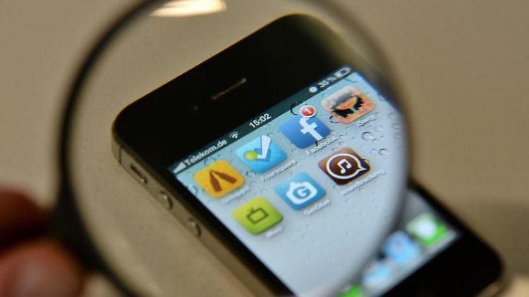 Wer ein Smartphone gebraucht kaufen will, sollte das Gerät gut unter die Lupe nehmen.jpg