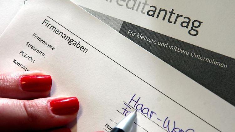 Zu viel gezahltes Bearbeitungsentgelt zurückgeben: Das machen Kreditinstitute in der Regel erst nach schriftlicher Aufforderung. Foto:Monique Wüstenhagen