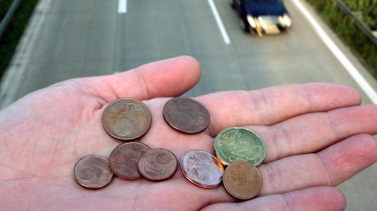 Voraussetzung für einen Zuschuss zu den Fahrkosten bei ehemaligen Arbeitslosen ist ein gültiger Führerschein. Foto: Patrick Pleul