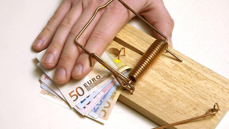 Auf klassische Sparer lauern viele Gefahren.