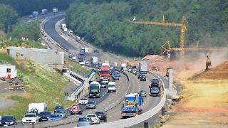 Wer sich am Wochenende auf die Autobahn begibt, muss keine längeren Stauzeiten einplanen. Lediglich in den Baustellenbereichen kann es zu stockendem Verkehr kommen. Foto: Uwe Zucchi