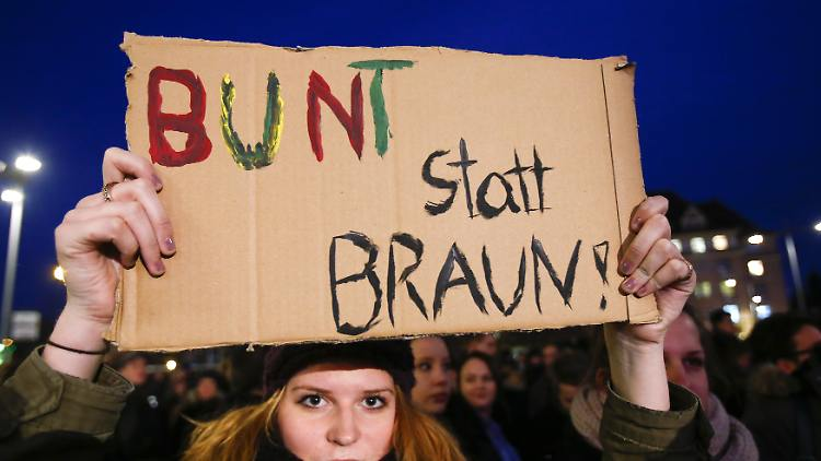 2014-12-15T232130Z_1281510767_GM1EACG008501_RTRMADP_3_GERMANY-IMMIGRATION-PROTESTS.JPG8383469264386121648.jpg