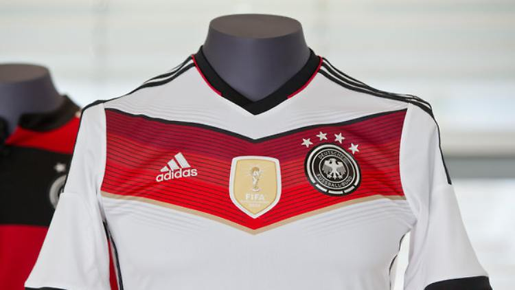 online store e0561 7fcc4 Rekordumsatz in Deutschland: DFB-Trikot ist im Ausland der ...