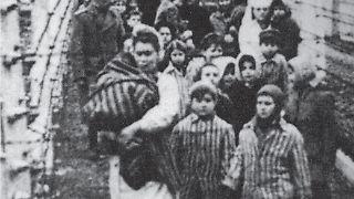Die beiden Kinder vorne sind Eva (links) und Miriam (rechts) .jpg