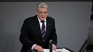 Gauck mahnt: Die Vergangenheit darf nicht vergessen werden.