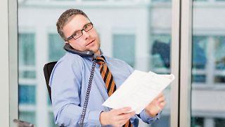 Beratung am Telefon? Was bei einfachen rechtlichen Anliegen hilft, stößt bei komplexen Vertragsfragen schnell an seine Grenzen. Foto:Monique Wüstenhagen