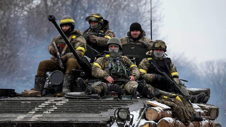 2015-02-10T182415Z_2117872423_GM1EB2B06LK01_RTRMADP_3_UKRAINE-CRISIS-POROSHENKO.JPG4206646114110957477.jpg