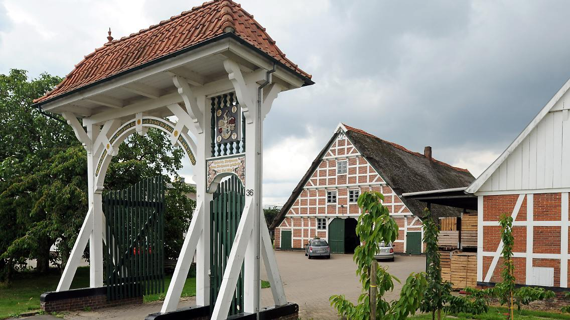 Geliebte Tore und Türen erzählen Geschichten: Pforten-Prunk im Alten Land @SL_05