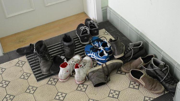 Schuhe vor der Tür: Damit nervt so mancher Nachbar die anderen Hausbewohner.jpg