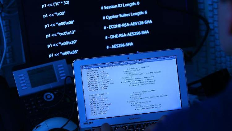 Mit Hilfe des Computerwurms hätten Täter die Computer der Betroffenen unbemerkt Bankinformationen stehlen können. Foto:Oliver Berg/Symbolbild