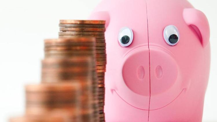 Bei extremen Niedrigzinsen gibt es für Sparer nicht viel zu holen. Wer sein Geld etwa auf einem Tagesgeld anlegt, bekommt derzeit maximal 1,3 Prozent Zinsen. Foto: AndreaWarnecke
