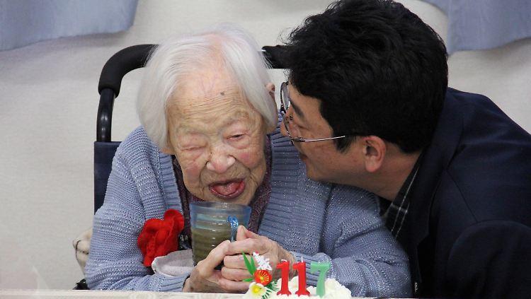 117 Jahre Alte Japanerin Ist Topfit Alteste Frau Der Welt Feiert